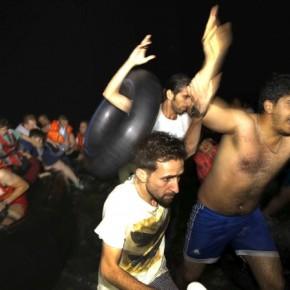 Πετροβόλησαν όχημα του ΠΝ που τους πήγαινε φαγητό παράνομοι μετανάστες! Χάος και στοΕλληνικό