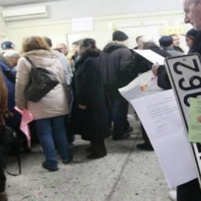 1.200.000 ιδιοκτήτες ΙΧ παρέδωσαν πινακίδες – Κατά χιλιάδες τις παραδίδουν στις ΔΟΥ για να γλυτώσουν τατέλη