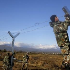 Οι Σκοπιανοί επεκτείνουν τον φράχτη στα σύνορα μεΕλλάδα