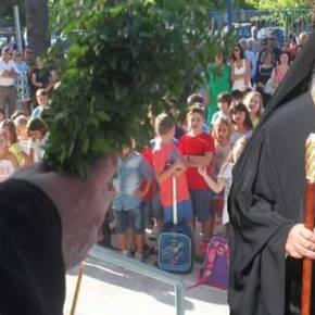 Eπίθεση στην Ορθοδοξία από τη Νεολαία του ΣΥΡΙΖΑ: «Να καταργηθεί η πρωινή προσευχή στασχολεία»
