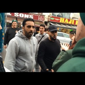 Βίντεο: Αυτό είναι το μέλλον της Ευρώπης σε λίγα χρόνια… Δείτε πως αντέδρασαν οι μουσουλμάνοι του Λονδίνου μόλις είδαν χριστιανούς στη γειτονιάτους!!!