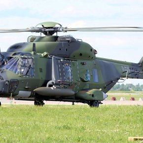 Τα ΝΗ90 της Αεροπορίας Στρατού είναι σε θέση να εκτελούν προσνηώσεις και απονηώσεις από τα αρματαγωγά τουΠ.Ν