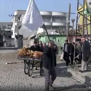 Πυροβολούν Κούρδους που έχουν σηκώσει λευκή σημαία!(Βίντεο)