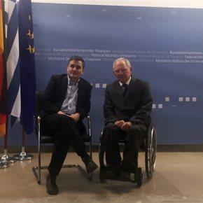 Με Σόιμπλε έκλεισε ο κύκλος των διεθνών επαφών του ο Τσακαλώτος εν όψει Eurogroup τηςΠέμπτης
