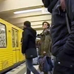 Ιρανός μουσουλμάνος, σκότωσε χωρίς λόγο 20χρονη Γερμανίδα. Την έσπρωξε στις ράγες την ώρα που ερχόταν το τραίνο…(Βίντεο)
