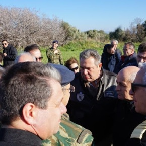 Φωτό από την επίσκεψη του ΥΕΘΑ Πάνου Καμμένου σε Κω, Λέρο, Σάμο, Χίο και Λέσβο όπου δημιουργούνται Κέντρα ΥποδοχήςΜεταναστών