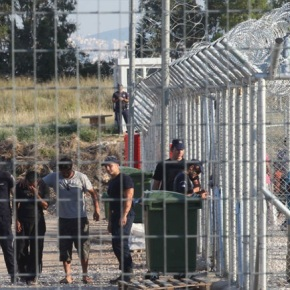 Ξανανοίγουν τα Κέντρα ΚράτησηςΜεταναστών