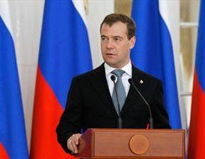 Προειδοποιεί για «ολοκληρωτικό πόλεμο» οΜεντβέντεφ