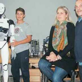 Ο 16χρονος Έλληνας που έφτιαξε ρομπότ και μας έφτιαξε τημέρα!