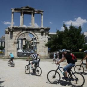 Bloomberg: Η Ελλάδα περιμένει τους τουρίστες που χάνει ηΤουρκία