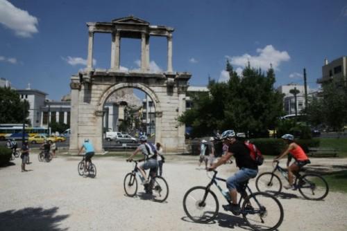 athens-touristes-630_0