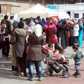 ΠΑΝΩ ΑΠΟ 50.000 ΕΓΚΛΩΒΙΣΜΕΝΟΙ -Επιχείρηση εκκένωσης των νησιών, αμείωτες οι προσφυγικέςροές