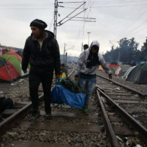 «Η Ελλάδα είναι ωραία αλλά δεν έχει λεφτά να μας χτίσει σπίτια και να μας πληρώνειεπιδόματα»