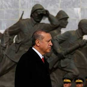 """Αυταρχικότητα και αλαζονεία αποδυναμώνουν Ερντογάν και """"διαλύουν"""" τηνΤουρκία"""