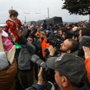 Πρόσφυγες επιστρέφουν στην Ειδομένη για να περάσουν τασύνορα