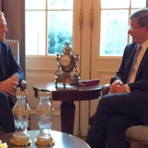 Τουσκ σε Νταβούτογλου: Πρέπει να εξαλειφθούν οι προσφυγικές ροές Χωρίς να υπάρξει συμφωνία για τον έλεγχο των προσφυγικών ροών, ολοκληρώθηκε η συνάντηση του προέδρου του Ευρωπαϊκού Συμβουλίου με τον Τουρκοπρωθυπουργό.