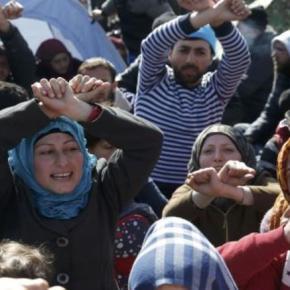 Η Ελλάδα «κρατητήριο» για πρόσφυγες και μετανάστες Τη μετατροπή της Ελλάδας σε «σφουγγάρι» που θα απορροφήσει το μεταναστευτικό ρεύμα προς την Ευρώπη μαρτυρά ο σχεδιασμός τηςΕ.Ε.