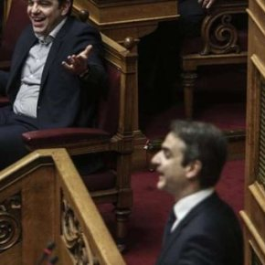 Ένταση στη Βουλή: Τσίπρας: Να ανακαλέσετε – Μητσοτάκης: Καθίστεκάτω