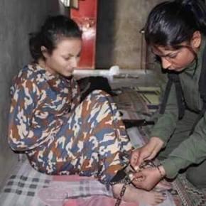 Κούρδισσα του YPJ απελευθερώνει Γιεζίντι σκλάβα τωντζιχαντιστών