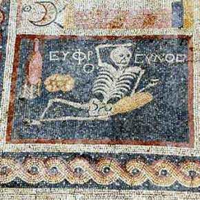 Aνακαλύφτηκε αρχαίο ελληνικό ψηφιδωτό στην Αντιόχεια 2.400 ετών – «Να είσαι χαρούμενος, να ζεις την ζωή σου» αναφέρει – Δείτε τηνεικόνα
