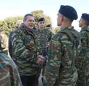 Το «θέατρο» της Αθήνας, η «ασφάλεια» και οι τουρκικέςπαραβιάσεις