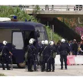 Λαθρομετανάστες επιτέθηκαν σε στρατιώτες και αστυνομικούς με πέτρες και καδρόνια (upd)(φωτό)