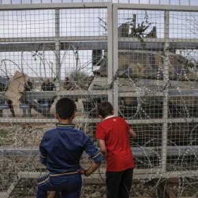Ειδομένη: Επεισόδια στον φράχτη των συνόρων – Οι Σκοπιανοί έριξαν δακρυγόνα και χειροβομβίδες κρότου λάμψης σε πρόσφυγες και μετανάστες!ΒΙΝΤΕΟ