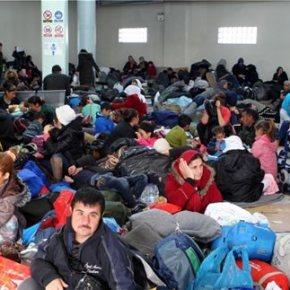 Ελληνικό: «Υγιειονομική βόμβα» με 6.000 μετανάστες σε άθλιες συνθήκες -Πρόσφυγες σπάνε τα τζάμια του αεροδρομίου γιατίασφυκτιούν
