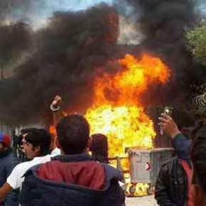 ΕΞΕΓΕΡΣΗ ΜΕΤΑΝΑΣΤΩΝ ΣΤΗ ΜΟΡΙΑ! Επίθεση στον Μουζάλα – Σοβαρά επεισόδια με φωτιές, πετροπόλεμο και χημικά! – Πληροφορίες για τραυματίες (ΦΩΤΟ &ΒΙΝΤΕΟ)