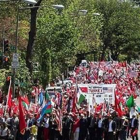 Ξεδιάντροποι! Τούρκοι έκαναν διαδήλωση κατά των θυμάτων της Γενοκτονίας τωνΑρμενίων
