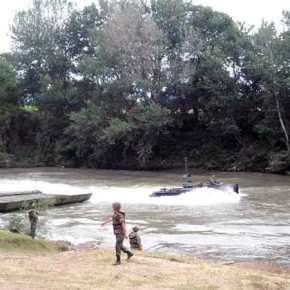 Μπορούμε και εμείς να περάσουμε τον Έβρο (φώτο)…Διάβαση Ποταμού με μηνύματα από το 730ΤΜΧ!