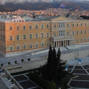 Διεθνή Μέσα:Η Ελλάδα γλίτωσε την καταιγίδα όχι και τονκίνδυνο