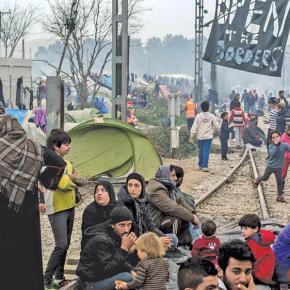 ΕΤΟΙΜΟΙ ΟΛΟΙ ΓΙΑ ΟΛΑ -Αρχισε η «εκστρατεία της Ειδομένης»: Χιλιάδες άνδρες της ΕΛΑΣ κυκλώνουν τον καταυλισμό με εντολή άμεσης εκκένωσης–
