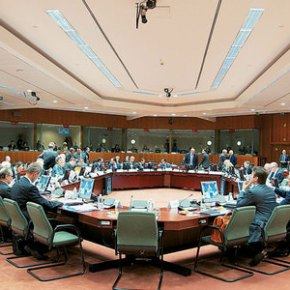 Στο σημερινό Euro Working Group τα βλέμματα κυβέρνησης καιθεσμών