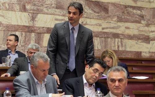 Οι βουλευτές Κυριάκος Μητσοτάκης (Κ) και Κώστας Μαρκόπουλος (Α) στη συνεδρίαση της διαρκούς επιτροπής Οικονομικών Υποθέσεων της Βουλής όπου κατατέθηκε το πολυνομοσχέδιο του Υπουργείου Οικονομικών προς επεξεργασία, Αθήνα, Σάββατο 27 Απριλίου 2013. ΑΠΕ-ΜΠΕ/ΑΠΕ-ΜΠΕ/ΣΥΜΕΛΑ ΠΑΝΤΖΑΡΤΖΗ