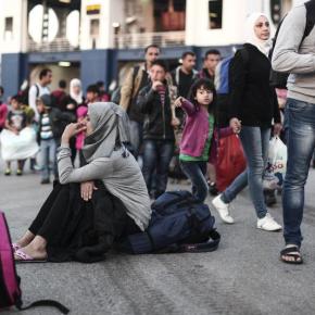 Από Πάσχα, καλοκαίρι …και βλέπουμε η αποχώρηση των προσφύγων από τονΠειραιά