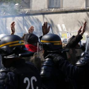 ΠΡΩΤΟΜΑΓΙΑ… Χιλιάδες στους Δρόμους της Ευρώπης… Χαμός στην Κωνσταντινούπολη… Ένταση στο ΠαρίσιΦωτογραφίες.