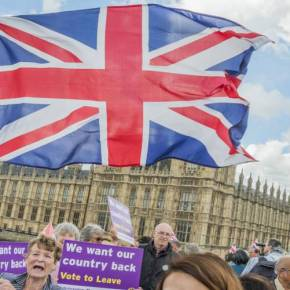 Oι «10» λόγοι για τους οποίους η Βρετανία μετά την αποχώρηση της από την ΕΕ θα εκτοξευθεί οικονομικά  ΘΑ ΓΙΝΕΙ Ο «ΠΑΡΑΔΕΙΣΟΣ» ΤΟΥ ΚΡΥΜΜΕΝΟΥ ΠΛΟΥΤΟΥ ΤΗΣΕΥΡΩΠΗΣ