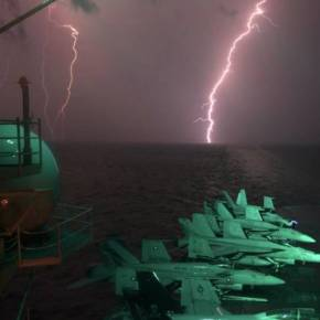 Eνταση: To USS Dwight D. Eisenhower (CVN 69) μπήκε στην Μεσόγειο ενώ ρωσικά Su-34 βομβάρδισαν πάλι στην Συρία!(vid)