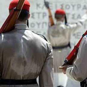 ΕΚΕΙ ΣΤΟ ΚΑΘΗΚΟΝ! Η Συγκλονιστική φωτογραφία με τον Εύζωνα σήμερα στηνΑθήνα!