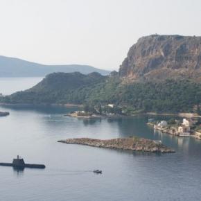 Την ελληνική σημαία υψώνουν τα υποβρύχια ΜΑΤΡΩΖΟΣ και ΚΑΤΣΩΝΗΣ-ΦΩΤΟ