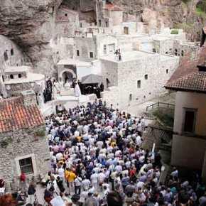 Η Τουρκία απαγορεύει την τέλεση λειτουργίας στην ΠαναγίαΣουμελά!
