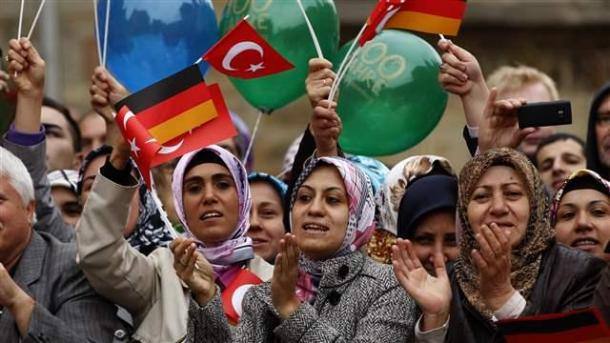 turkish_women001_16x9