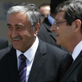 Για πρώτη φορά σε συνάντηση Αναστασιάδη-Ακιντζί θα τεθούν σήμερα εδαφικό και εγγυήσεις με στόχο την επίλυση τουΚυπριακού