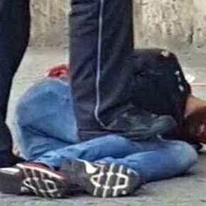 ΑΛΛΟΣ ΕΝΑΣ «ΜΟΝΑΧΙΚΟΣ ΛΥΚΟΣ»; Σύρος «πρόσφυγας» με «ασαφή» κίνητρα χτύπησε στην Γερμανία στα «τυφλά» – Σκότωσε στο δρόμο μια γυναίκα μεματσέτα!
