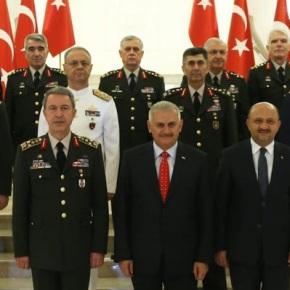 Από Συνταγματάρχης… Στρατηγός! Σκανδαλώδεις προαγωγές στον τουρκικό στρατό υπό το βάρος του αποτυχημένουπραξικοπήματος