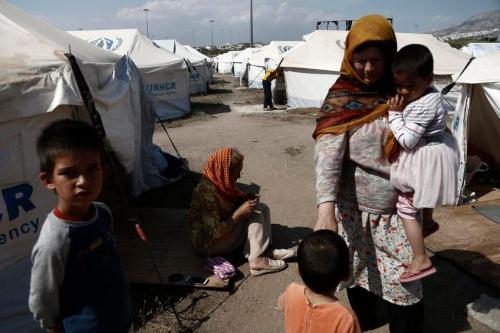 Πρόσφυγες και μετανάστες βρίσκουν κατάλυμα στις Ολυμπιακές εγκαταστάσεις του μπέιζμπολ στο Ελληνικό, Αθήνα Τρίτη 10 Μαΐου 2016. Σε 54347 προσδιορίζονται οι πρόσφυγες και οι μετανάστες στην ελληνική επικράτεια σύμφωνα με τα στοιχεία του συντονισμού του σώματος Προσφύγων Διαχείρισης Κρίσεων την Τρίτη, συμπεριλαμβανομένων 7 ατόμων που έφτασαν στα ελληνικά νησιά τις τελευταίες 24 ώρες. ΑΠΕ-ΜΠΕ/ΑΠΕ-ΜΠΕ/ΓΙΑΝΝΗΣ ΚΟΛΕΣΙΔΗΣ