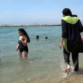 Νίκαια: Αστυνομικοί αναγκάζουν μουσουλμάνα να βγάλει το μπουρκίνι στην παραλία: «Ο νόμος είναι νόμος! Εμείς είμαστε καθολικοί» (φωτό,vid)