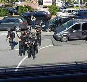 ΧΑΜΟΣ ΣΤΗ ΓΕΡΜΑΝΙΑ! Ένοπλος έχει κλειστεί σε εστιατόριο – Δείτεlive
