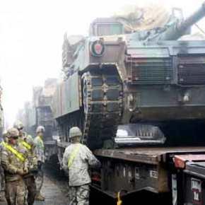 Αμερικανικά άρματα μάχης M1A2 φορτώθηκαν σε συρμούς και κατευθύνονται σε Πολωνία καιΟυκρανία